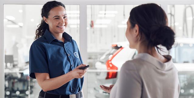 Ansatt hos bilforhandler gir bilnøkkel til kunde